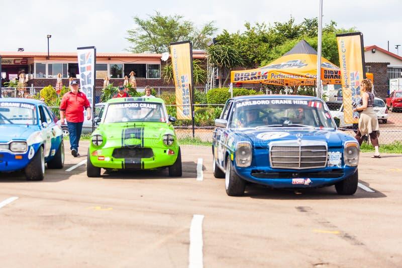Os carros alinham antes de uma raça em zwartkops foto de stock royalty free