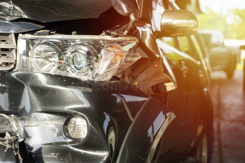 Os carros dividem de experimentar acidentes de viação Reparo de espera para executar a manutenção, retorno à condução original da imagem de stock