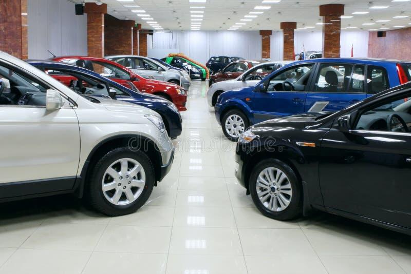Os carros loteiam para a venda
