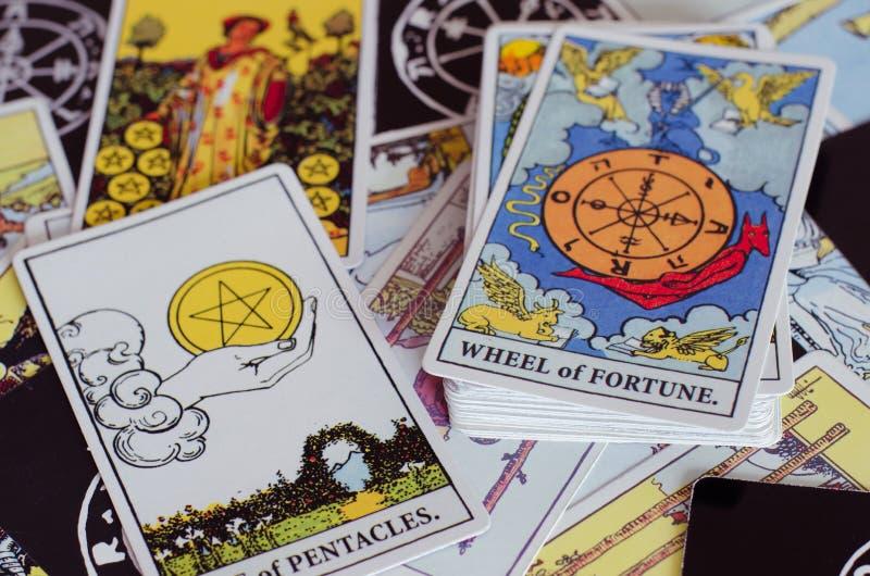 Os cartões de tarô - a roda da fortuna e outros bons cartões de significado imagem de stock