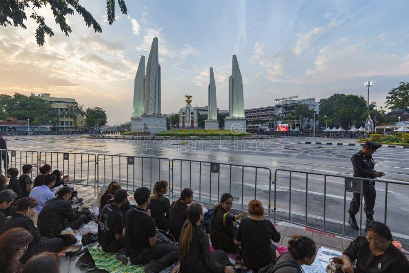 Os choros aproximam o monumento da democracia fotos de stock royalty free