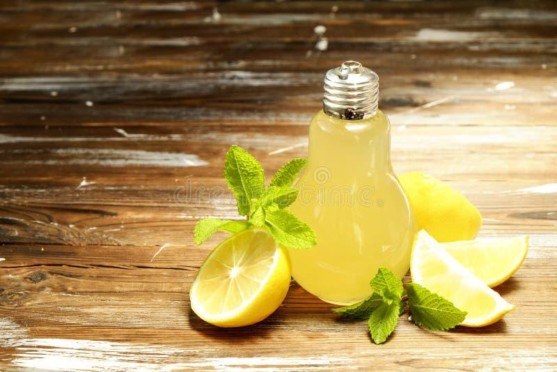 Os cocktail não alcoólicos saudáveis do verão, citrino infundiram bebidas da água, limonadas com limão do cal ou alaranjado, bebi fotos de stock royalty free