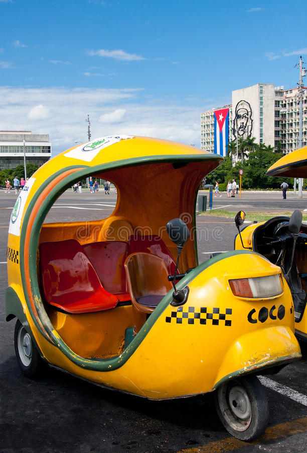 Os Cocos taxi na plaza de la Revolucion, Havana imagens de stock
