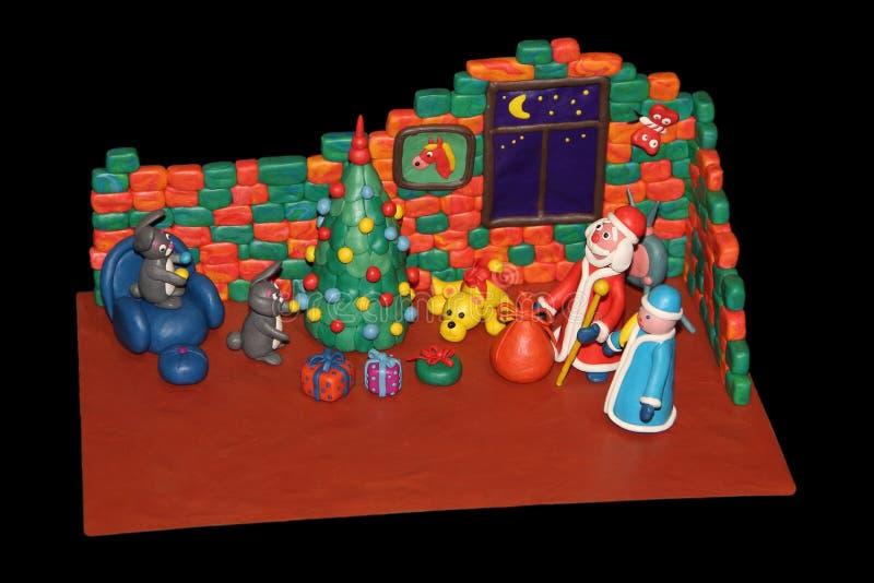 Os coelhos da massa de modelar decoram uma árvore de Natal imagens de stock