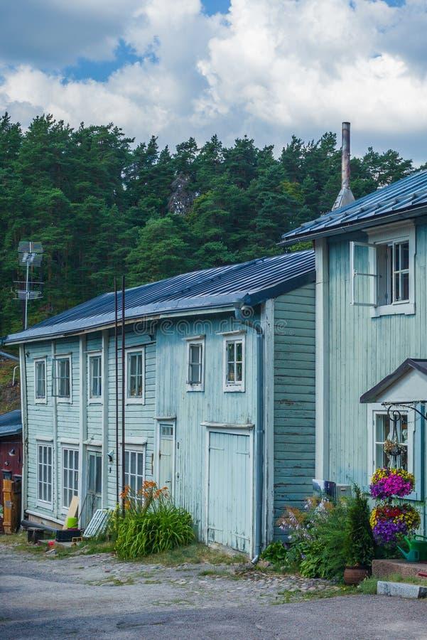 Os coloridos armazéns de madeira vermelha de Porvoo, na Finlândia, durante um dia quente de Verão - 8 fotografia de stock