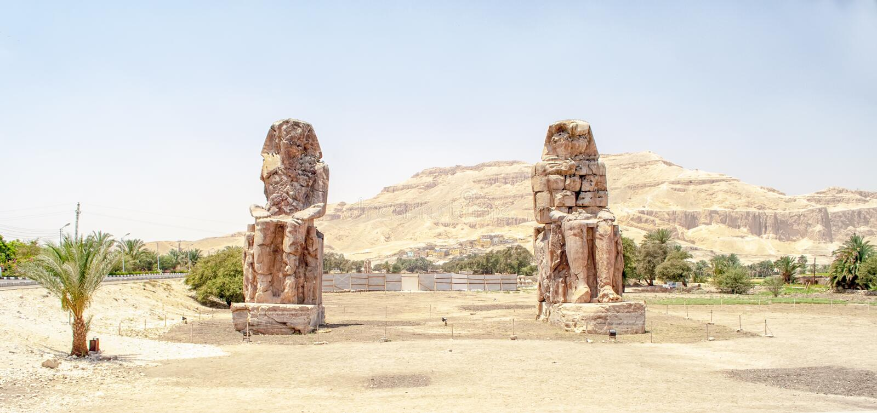 Os Colossi de Memnon em Egipto imagem de stock