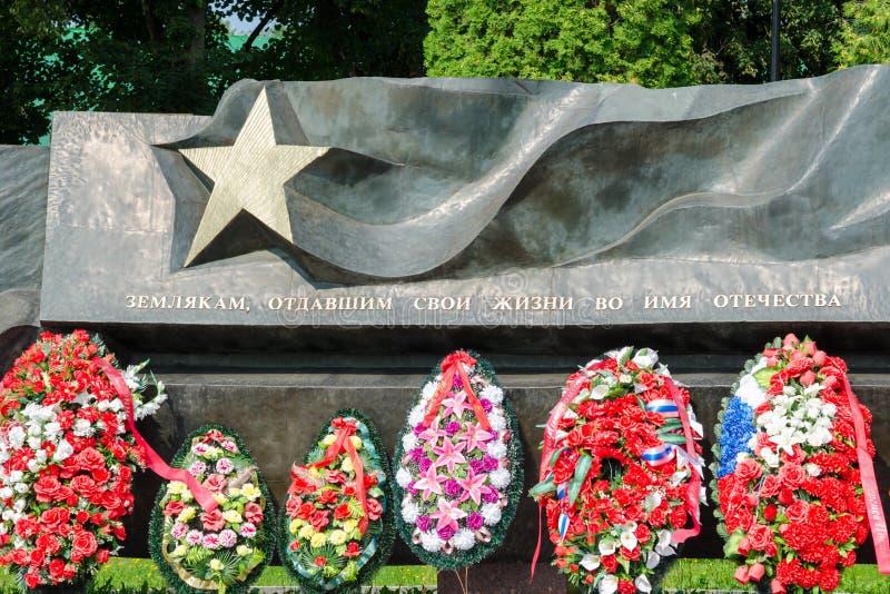 Os compatriotas da inscrição que deram suas vidas em nome da pátria imagens de stock
