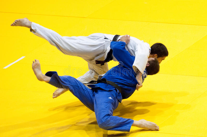 Os concorrentes participam no copo de mundo do judo imagem de stock royalty free
