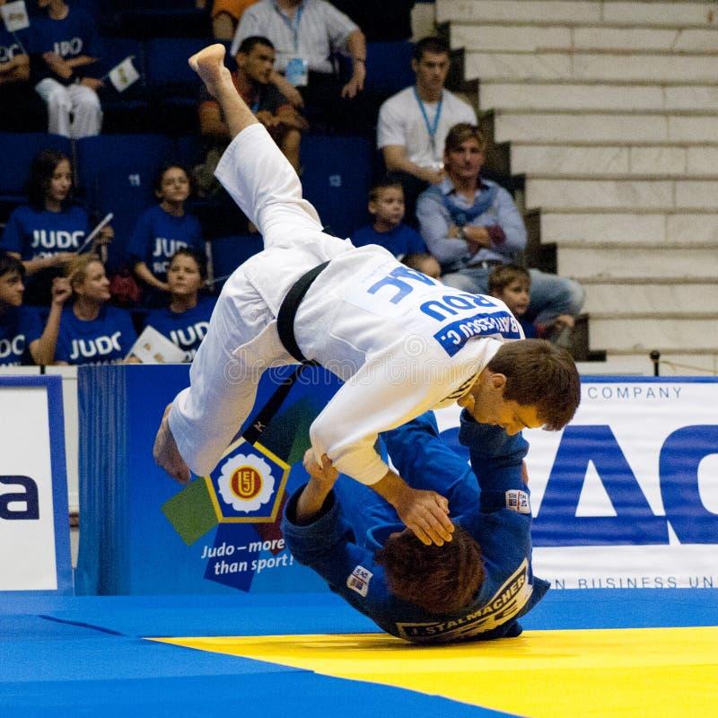 Os concorrentes participam nos homens do copo de mundo do judo fotografia de stock royalty free