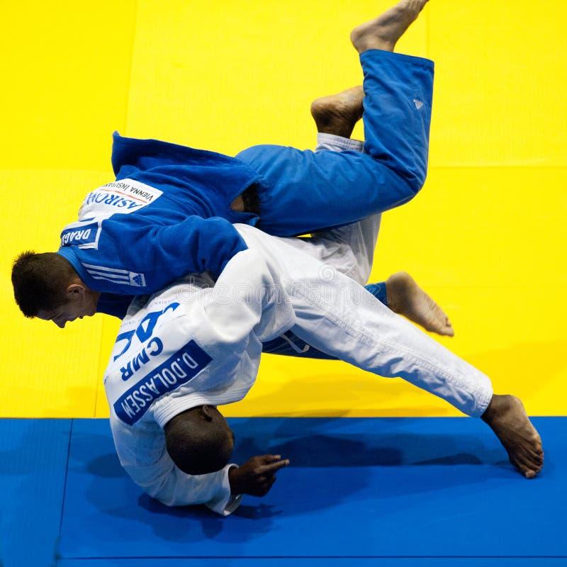 Os concorrentes participam nos homens do copo de mundo do judo imagem de stock