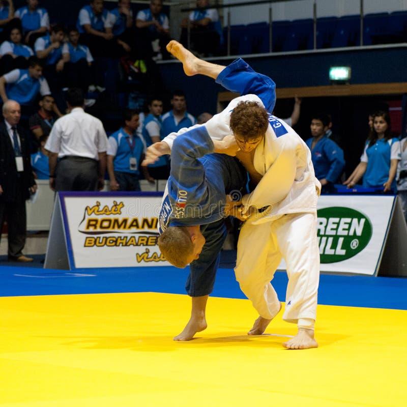 Os concorrentes participam nos homens do copo de mundo do judo foto de stock