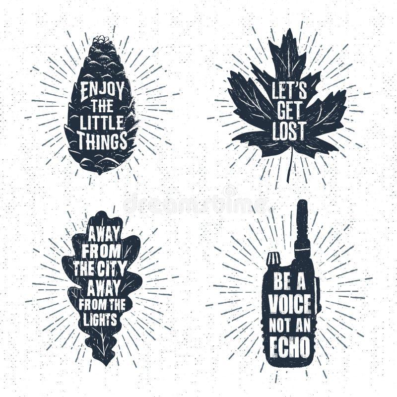 Os crachás tirados mão ajustaram-se com cone do pinho, folha de bordo, folha do carvalho, e ilustrações de rádio ilustração royalty free