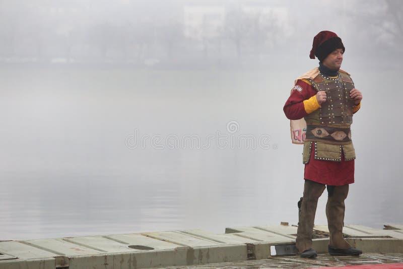 Os cristãos ortodoxos comemoram o esmagamento com natação tradicional do gelo imagens de stock