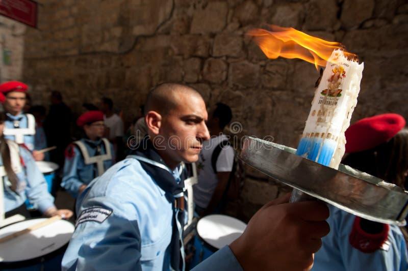 Os cristãos ortodoxos comemoram o incêndio santamente de Easter imagens de stock