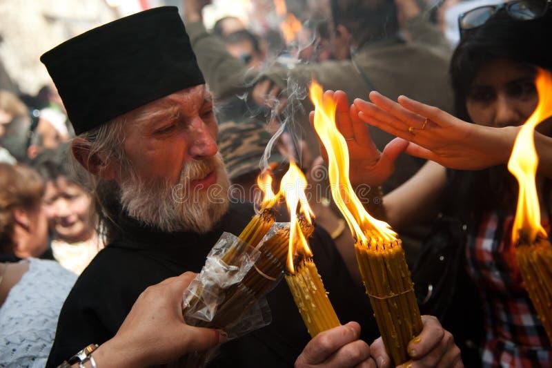 Os cristãos ortodoxos de Jerusalem comemoram o incêndio santamente fotografia de stock royalty free