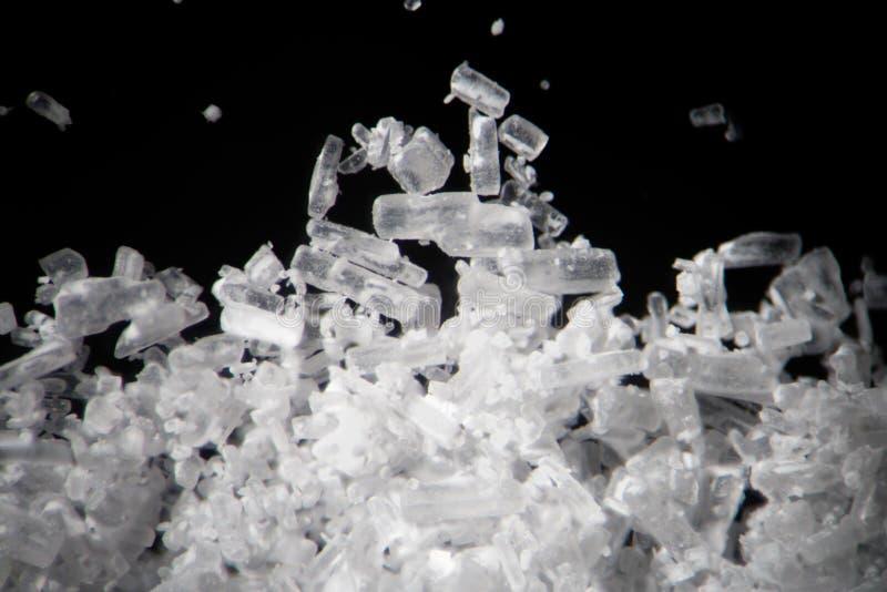 Os cristais da creatina pelo microscópio olham como a metanfetamina Suplemento dietético atlético no close-up do supermacro dos d fotos de stock royalty free
