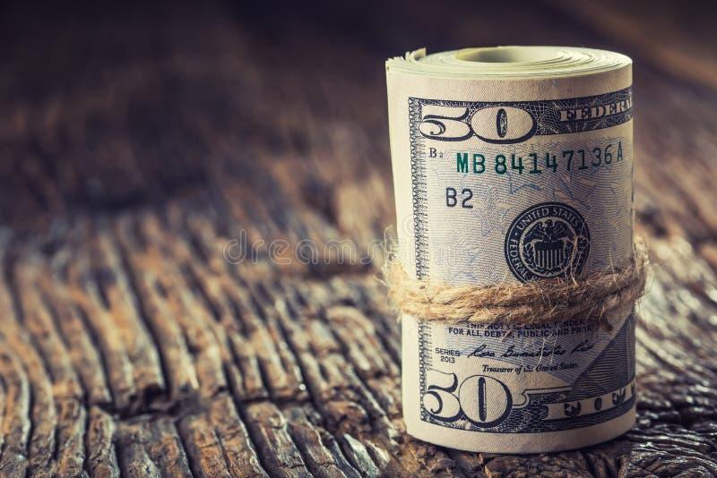 Os dólares rolaram o close up das cédulas Dólares do americano do dinheiro do dinheiro Opinião do close-up da pilha de dólares am fotos de stock royalty free