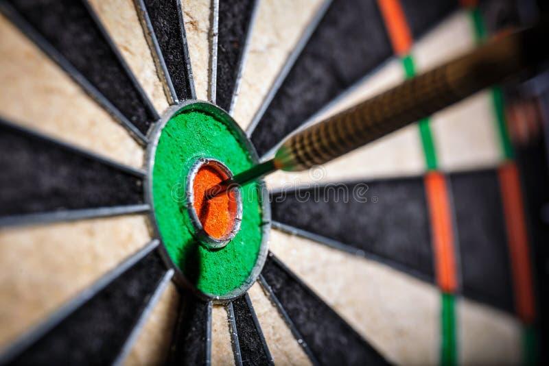 Download Os Dardos No Olho Do ` S Do Touro Foto de Stock - Imagem de dart, exato: 80102628