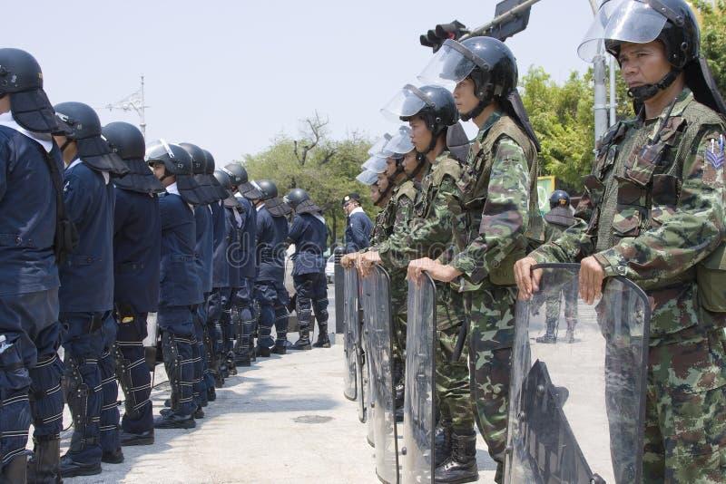 Os demonstradores convirgiram no capital tailandês fotografia de stock