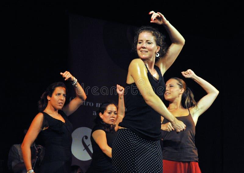 Os desempenhos dos dançarinos na arte do flamenco do ` de Merced do La do ` centram-se em Cadiz imagens de stock