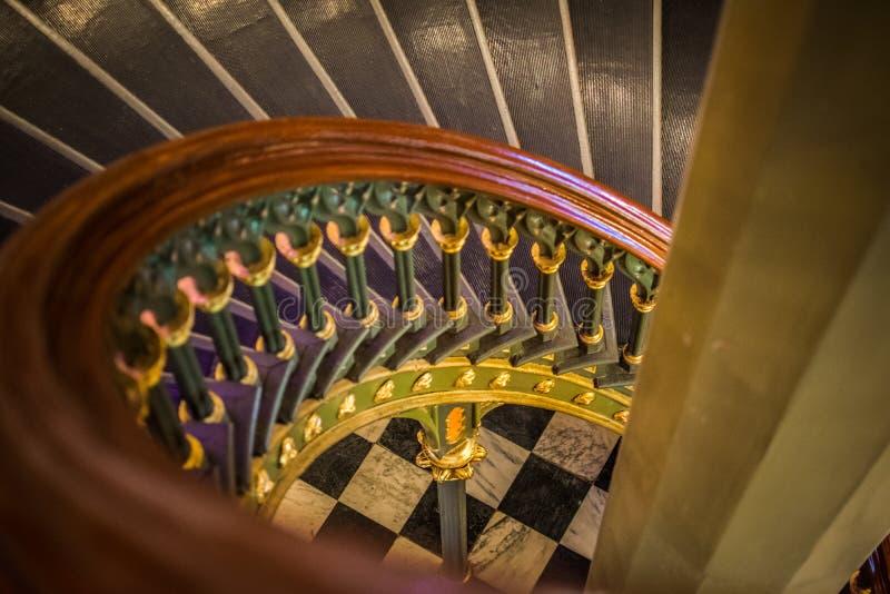 Os detalhes velhos da escadaria espiral em Louisiana velho indicam a construção do Capitólio fotografia de stock