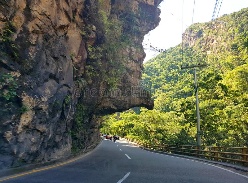Os diabos cheiram, igualmente sabido como 'la nariz del diablo ', uma figura da rocha ou uma forma famosa na estrada de Bogotá a  foto de stock