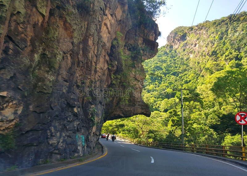 Os diabos cheiram, igualmente sabido como 'la nariz del diablo ', uma figura da rocha ou uma forma famosa na estrada de Bogotá a  imagens de stock