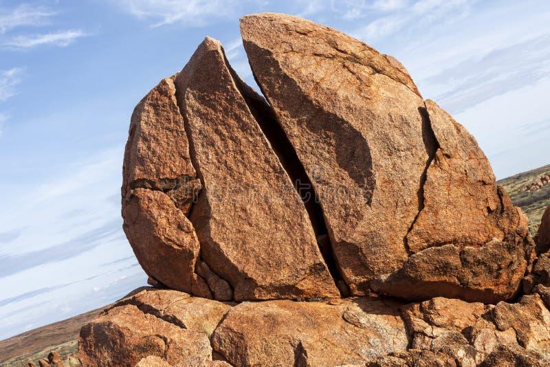 Os diabos marmoreiam a reserva da conservação de Karlu Karlu, Território do Norte, Austrália foto de stock royalty free