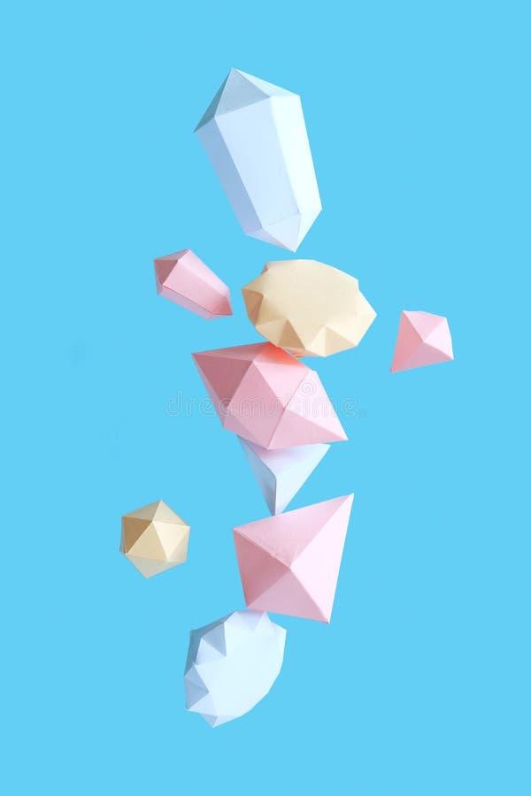 Os diamantes poligonais fizeram do papel em um fundo azul imagem de stock