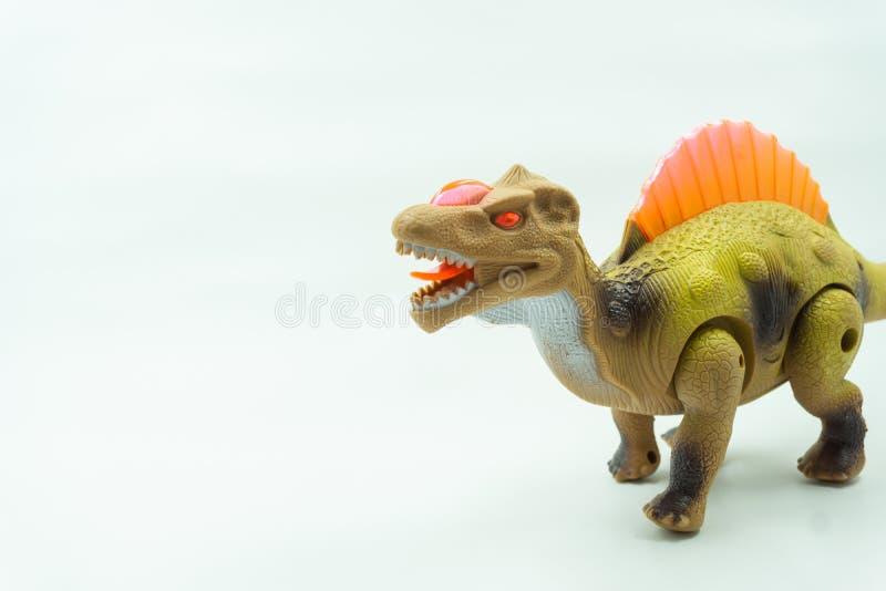 Os dinossauros brincam no fundo branco Os dinossauros de Plastice brincam no fundo branco, ideia para que as crianças joguem e ap imagem de stock
