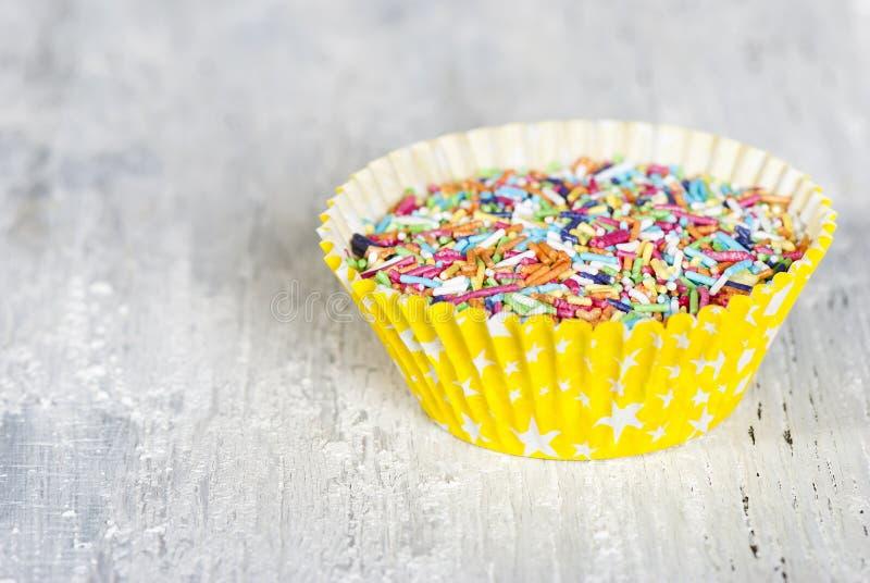 Os doces coloridos polvilham imagens de stock