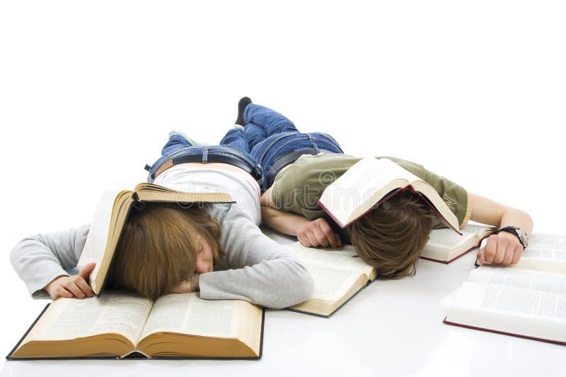 Os dois estudantes novos isolados em um branco foto de stock