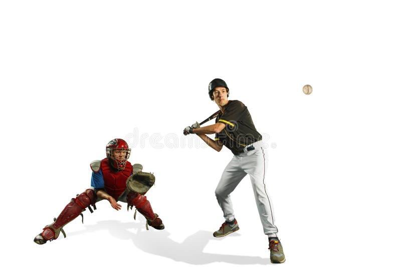 Os dois jogadores de beisebol caucasianos dos homens que jogam no studi Silhuetas isoladas no fundo branco fotos de stock