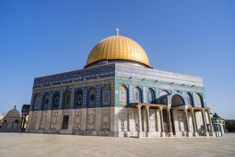 Os DOM da rocha no Temple Mount na cidade velha A abóbada foi construída pela ordem de califa Abd al-Malik 689 e 691 de Umayyad imagem de stock