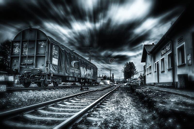 Os efeitos visuais dados a um tiro capturaram de um trem pasing fotos de stock royalty free