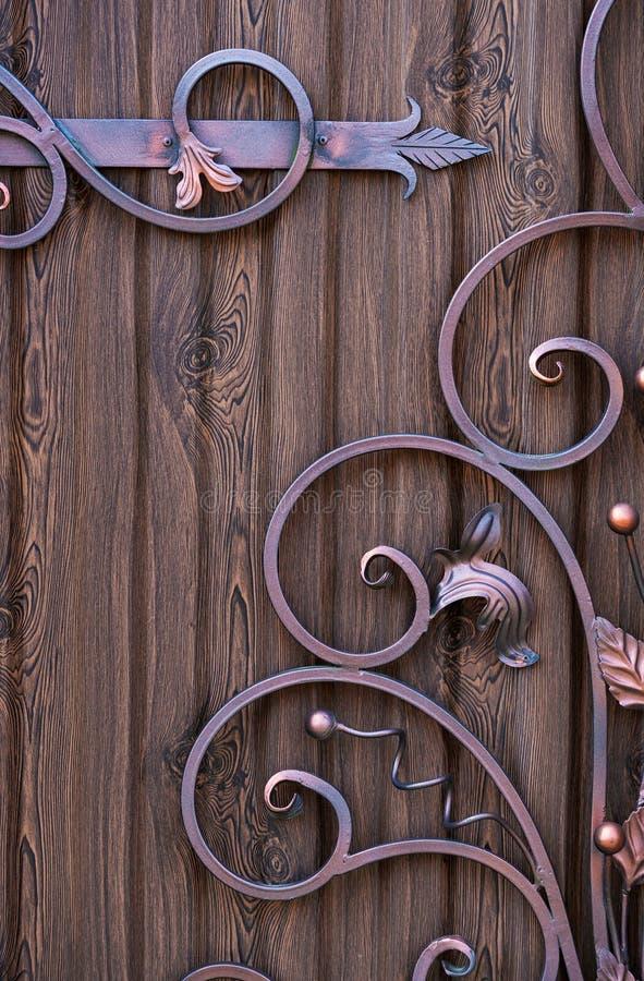 Os elementos decorativos forjaram projetos feitos a m?o da decora? fotografia de stock