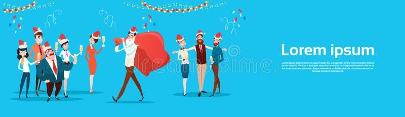 Os empresários comemoram o Feliz Natal e os executivos de Team Santa Hat do escritório do ano novo feliz ilustração stock
