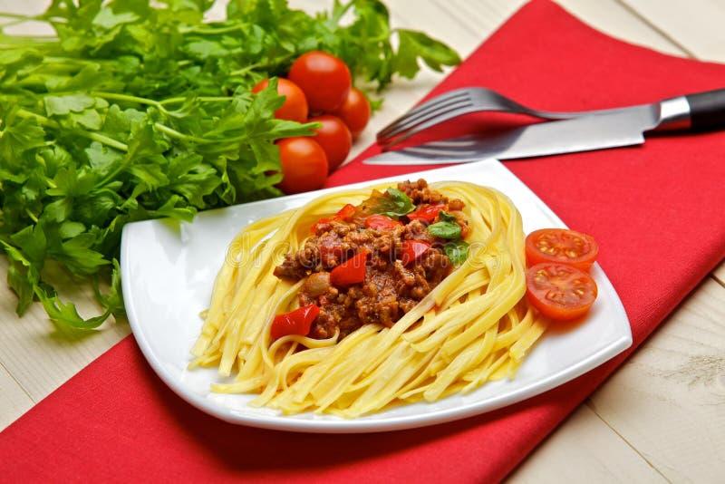 Os espaguetes italianos com uma carne basearam bolonhês, ou bolognaise, sa fotografia de stock