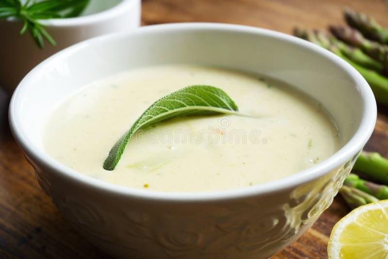 Os espargos soup foto de stock