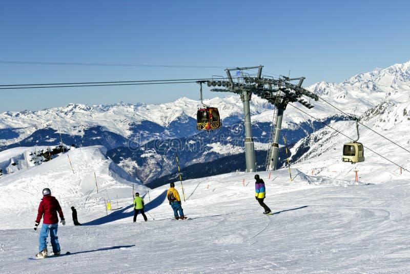 Os esportes de inverno em cumes nevado em 3 vales recorrem fotografia de stock royalty free