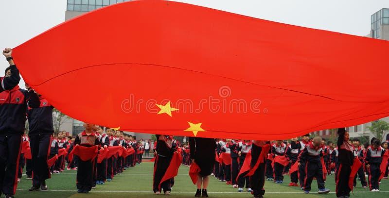 Os estudantes chineses fazem os estudantes de GymnasticsChinese do basquetebol que juntam-se a Junior Team Ceremony foto de stock