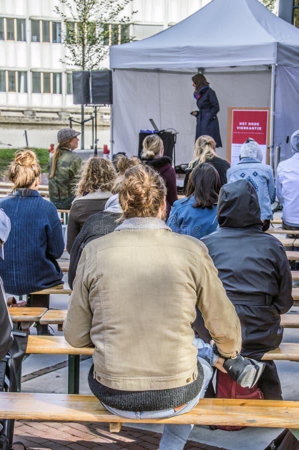 Os estudantes de UVA seguem lições fora para protestar contra cortes na educação Toda em torno dos protestos similares holandeses imagem de stock royalty free