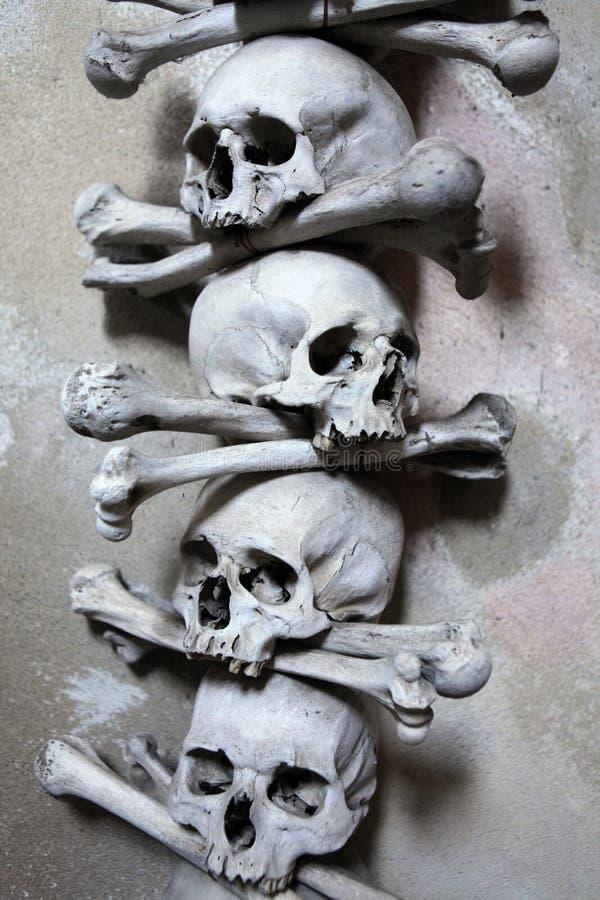 Os et crânes humains dans l'ossuaire de Sedlec image libre de droits