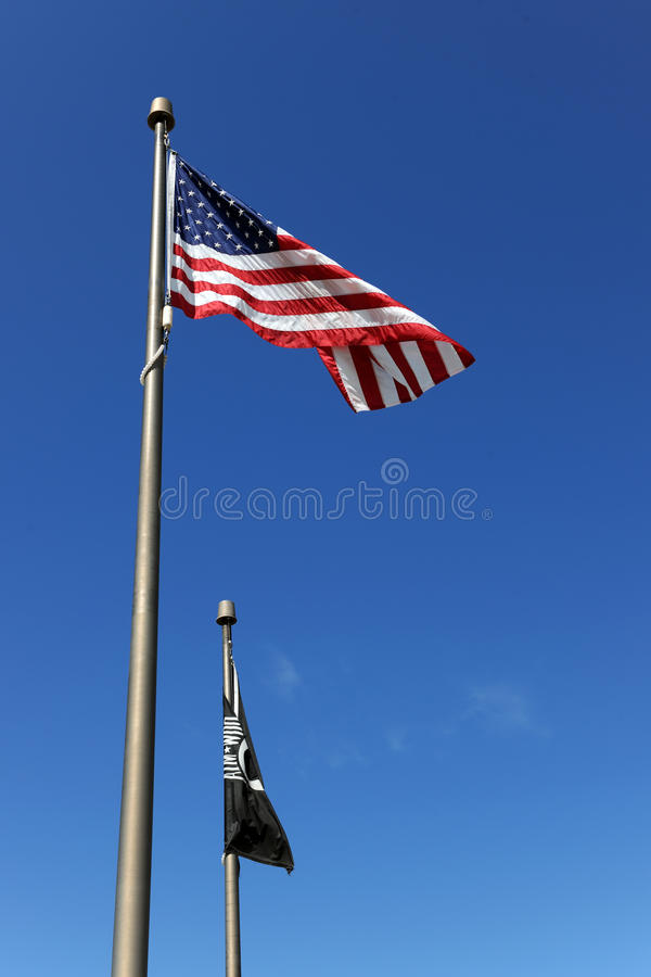 Os EUA embandeiram e bandeiras de POW/MIA fotografia de stock royalty free