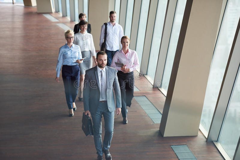 Os executivos agrupam o passeio imagens de stock