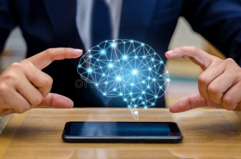 Os executivos da mão pressionam o telefone Brain Graphic Binary Blue Technology foto de stock
