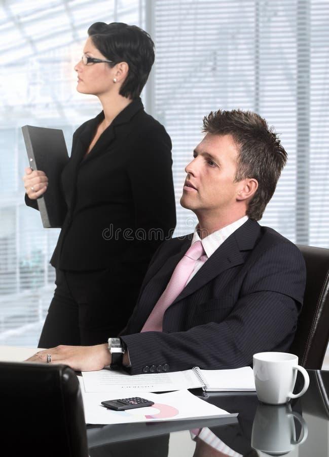 Os executivos estão olhando no futuro fotos de stock royalty free