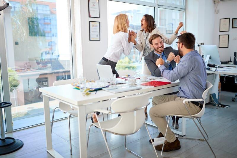 Os executivos terminaram com sucesso a reunião de negócios imagem de stock royalty free