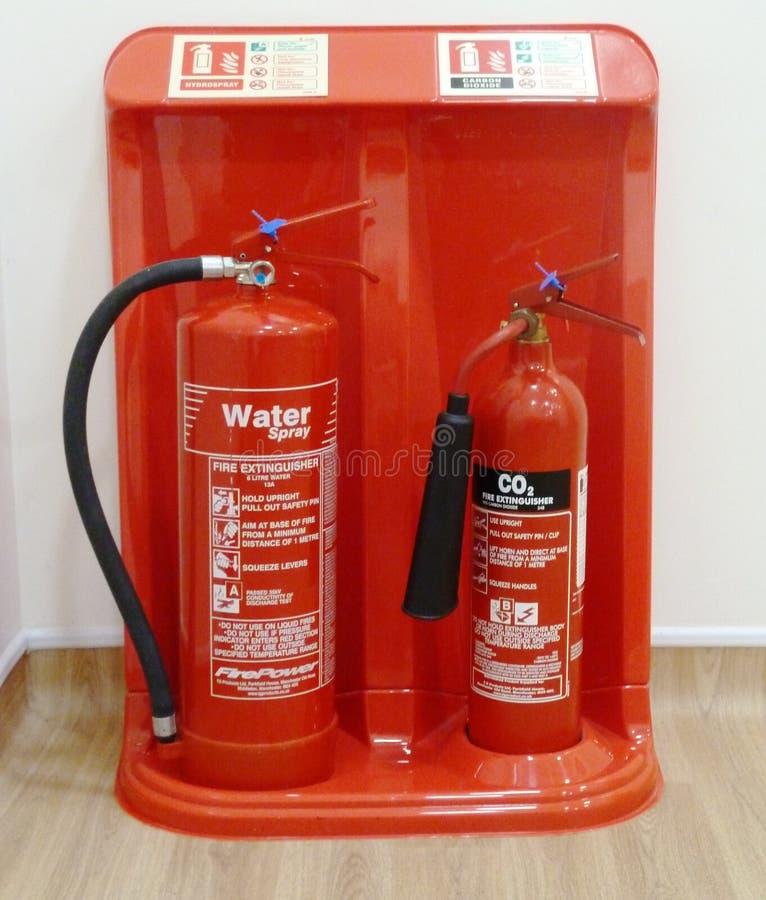 Os extintores molham e CO2 fotografia de stock