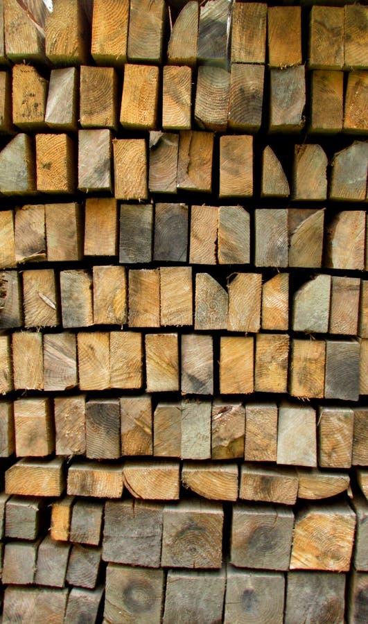 Os feixes de madeira para a construção, colocaram um após o outro fotografia de stock
